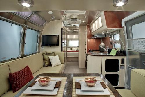 caravanes airstream le luxe au look vintage. Black Bedroom Furniture Sets. Home Design Ideas