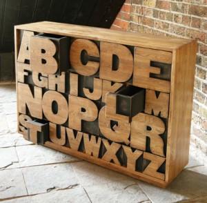 Meuble coffre à tiroirs alphabet