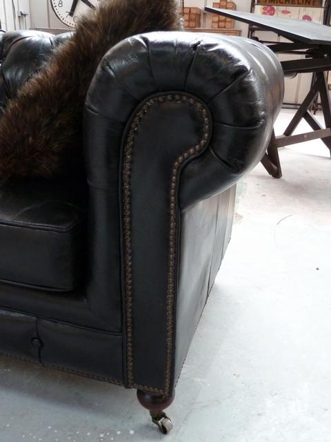Canapé 3 places Chesterfield - détails