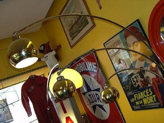 Lampadaire vintage globe à 3 branches