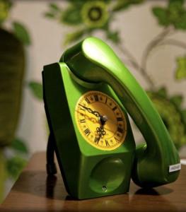 Téléphone recyclé en horloge