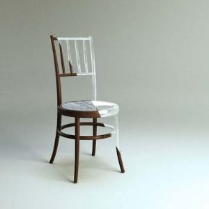 Chaise en bois et résine
