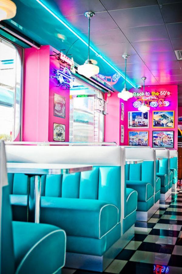 Restaurant Tommy's Diner Cafe, restaurant à la déco vintage années 50