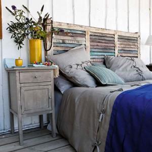 Tête de lit en bois peint recyclé