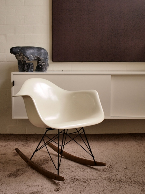 Les tendances d co design vintage le design des ann es 50 for Chaise a bascule rar blanche eames