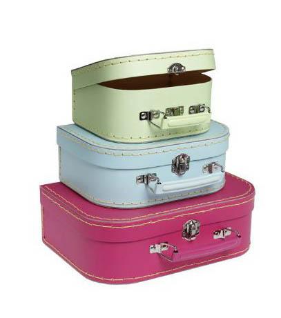 3 valises en couleurs