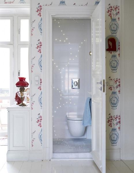 ambiance déco blanche pour les toilettes