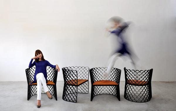 chaise design Koi en acier et bois