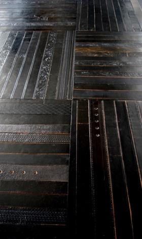 Revêtement de sol en ceintures de cuir