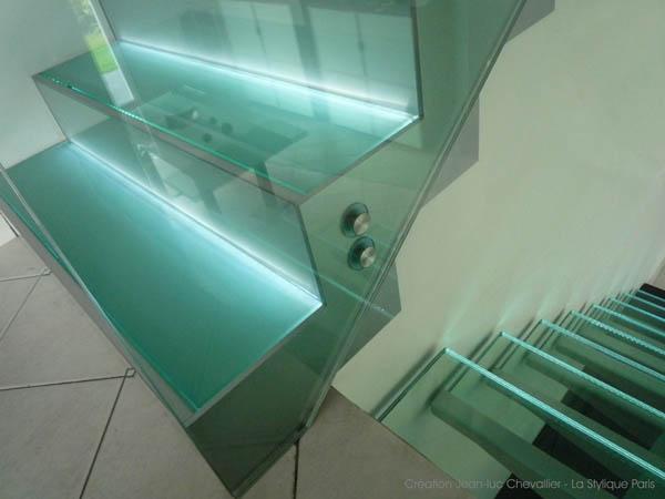 Escalier design verre rétro-éclairé