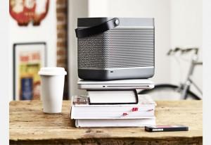Système acoustique compact Beolit 12 par Bang & Olufsen pour iPod et iPhone