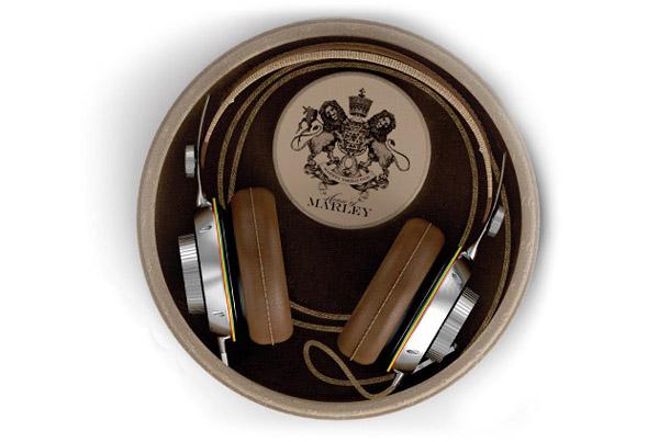 Casque audio dans sa boite de rangement