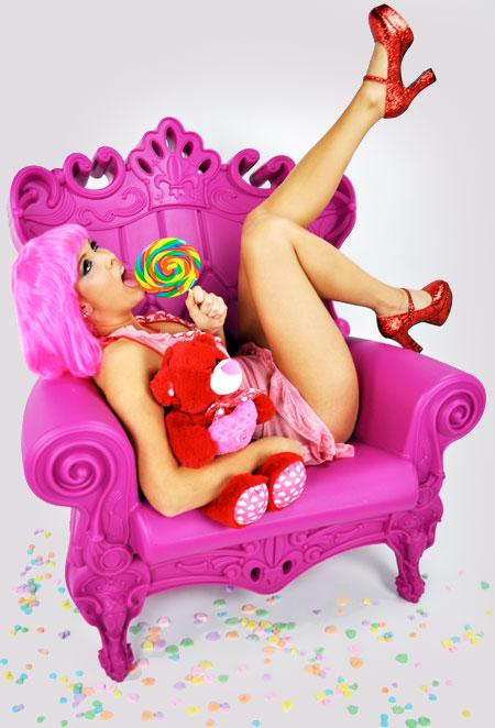 Fauteuil plastique couleur design style Louis XV Queen of Love par Linvin