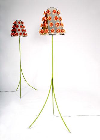 Lampe avec motifs de fleurs en acier