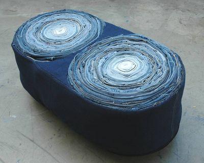 Pouf Twin réalisé à partir de jeans et autres pantalons recyclés