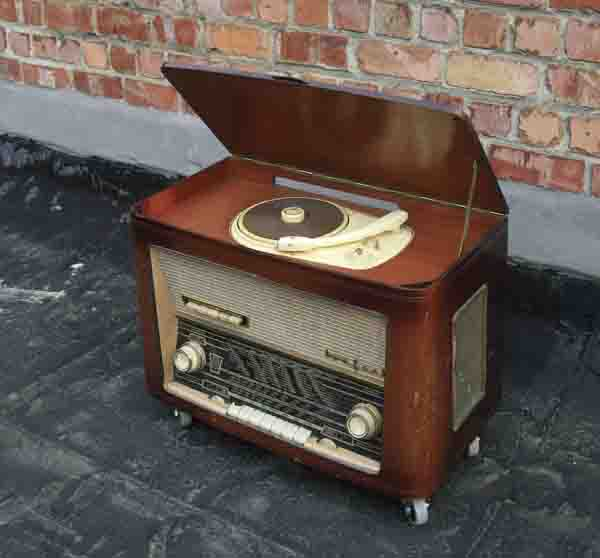Table basse radio vintage