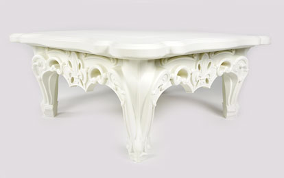 Table basse plastique couleur design style Louis XV Queen of Love par Linvin