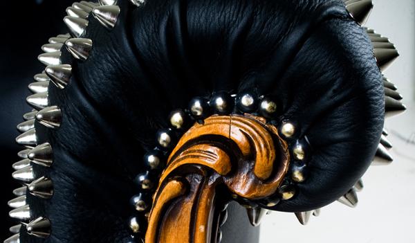 Détail fauteuil design cuir par Leftovers