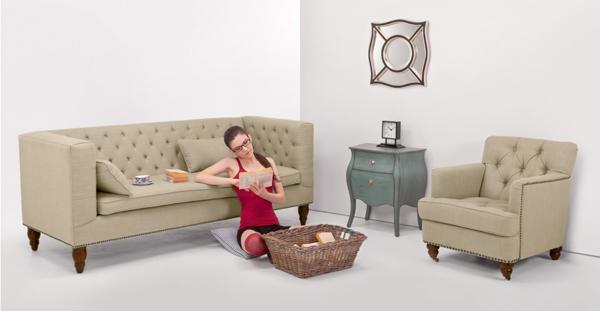 Canapé et fauteuil style Chesterfield modernisé
