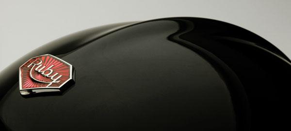 casques de moto look vintage de luxe des ateliers ruby. Black Bedroom Furniture Sets. Home Design Ideas