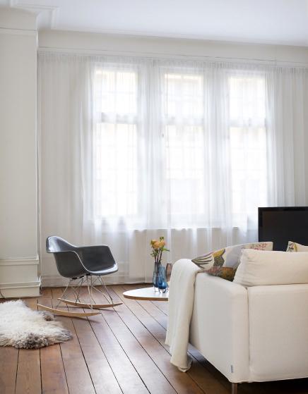 Fabulous Fauteuil Rar Dans Une Chambre Salon Design Avec Chaise De Eames With A Bascule