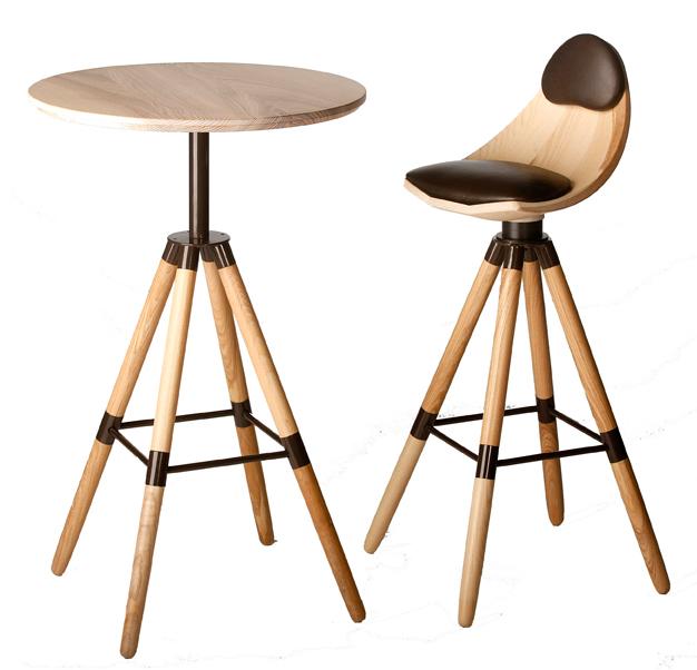 Chaise et table de bar en bois