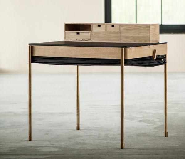 Bureau avec ses tiroirs autre disposition