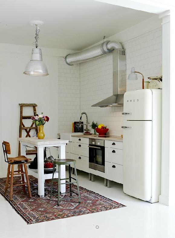 Des exemples de cuisines pour vous inspirer for Interieur frigo smeg